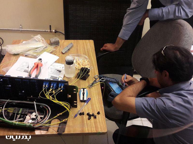 پروژه تجمیع اتاقهای TR و ترمیم و توسعه شبکه فیبر نوری شرکت پتروشیمی بندر امام